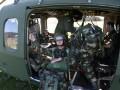 爱尔兰军队跳伞真惊险 (16)